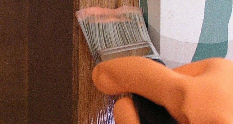Asegúrate de aplicar el removedor únicamente sobre la madera.