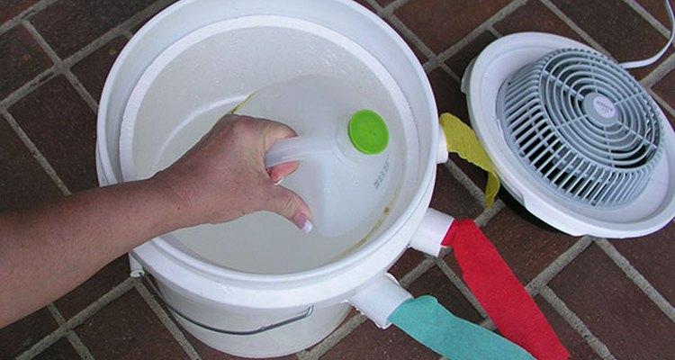 Añade la jarra de hielo de un galón (3,7 l).