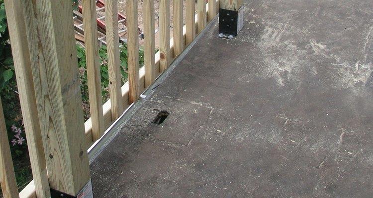 Emparchar un agujero en el techo es una tarea sencilla que puedes hacer por tu cuenta.