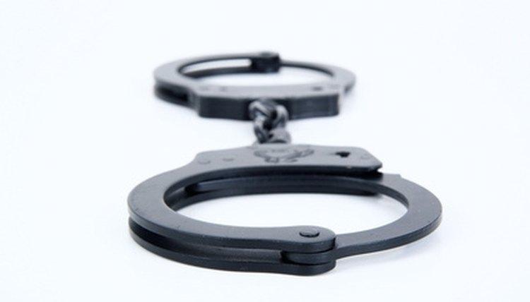 Arrest warrants do not expire in Tennessee.