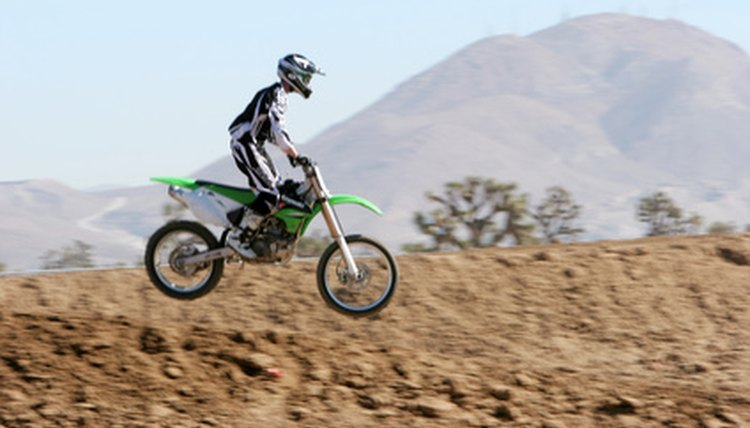 Differences Between a Pit Bike & a Dirt Bike
