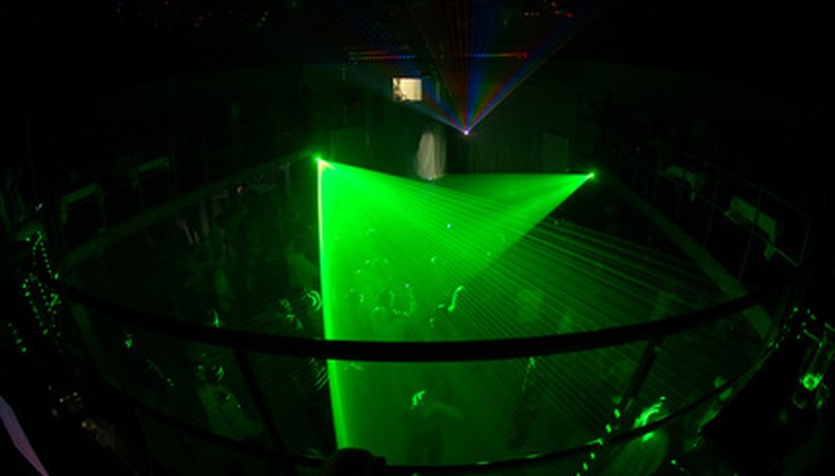 Find 18 and up night clubs in New York City.