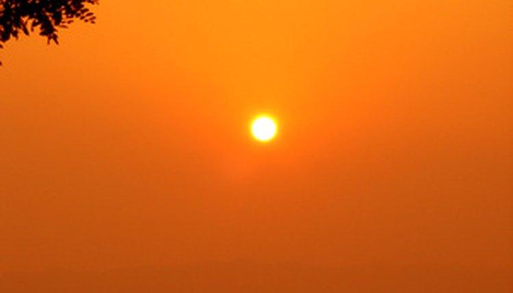d39ee4b3a7bc5 Um óculos de sol da Oakley de tamanho adequado fará que você tenha que  forçar menos a visão (sun image by Bube from Fotolia.com)