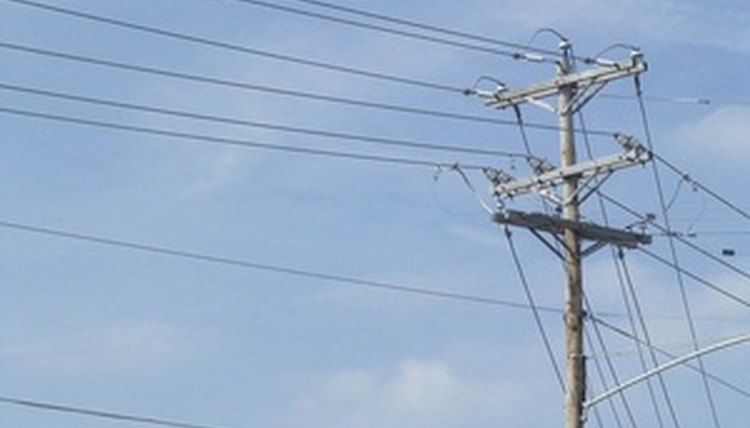 Electrical Lineman Qualifications | Career Trend