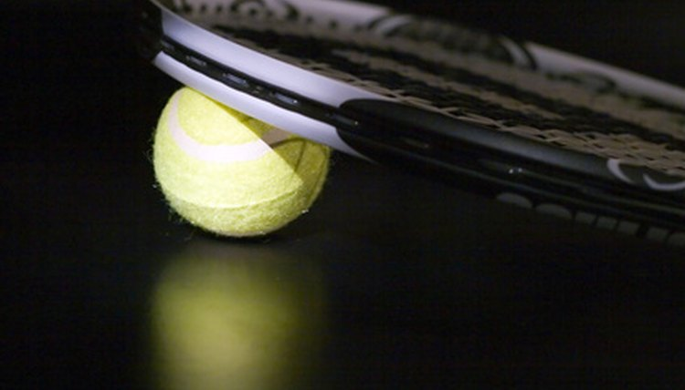 The Difference Between Racquetball & Tennis