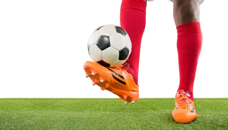 The Difference Between Men's & Women's Soccer Shoes