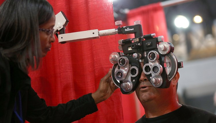 how to become an optometrist | career trend, Human Body