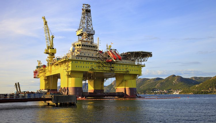 List of Names for Oil Rig Jobs | Career Trend