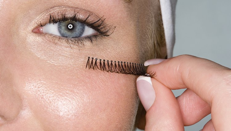 Lashes come individual or on a strand.