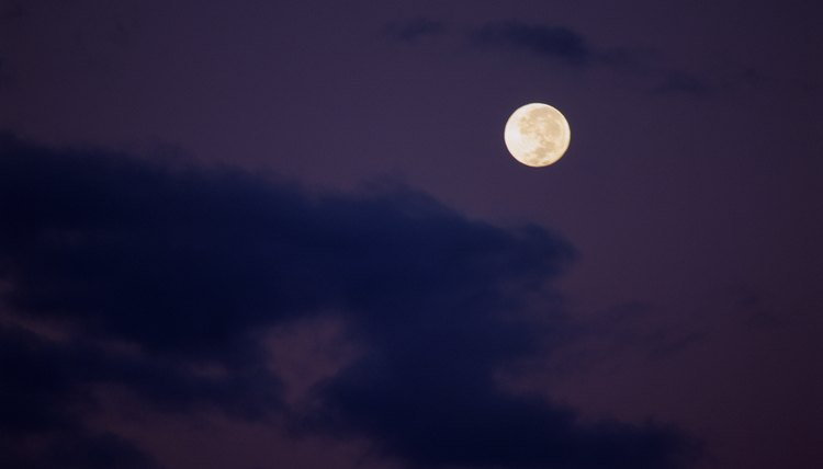 In the Chinese calendar, a month begins when a new moon appears.