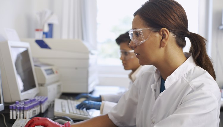 how to become a biomedical technician