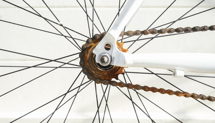 How to Remove the Rear Sprocket Off a Bike