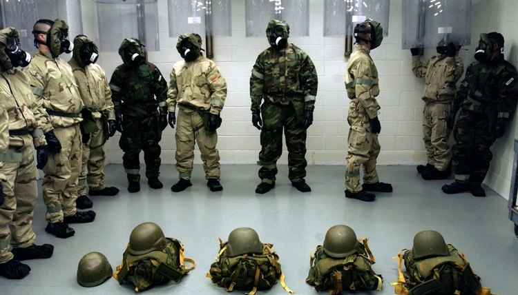 U.S. Army soldiers in chemical weapons training course at Fort Leonard Wood
