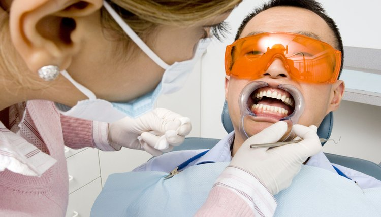A Melhor Maneira De Clarear Os Dentes Com Aparelho