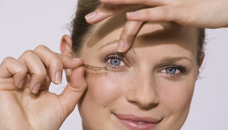 Look in the mirror while removing false eyelashes.