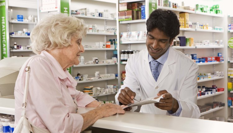 There are many colleges that offer pharmacy courses to help advance people into a new career.