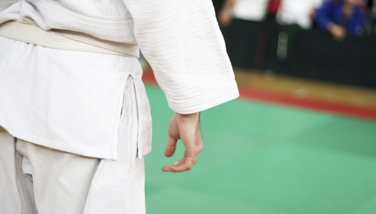 How to Wear a Tae Kwon Do Uniform