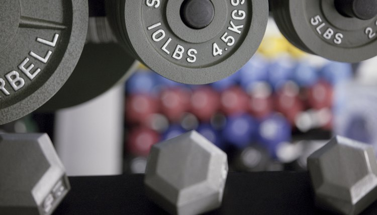 Difference Between a Curl Bar & a Dumbbell