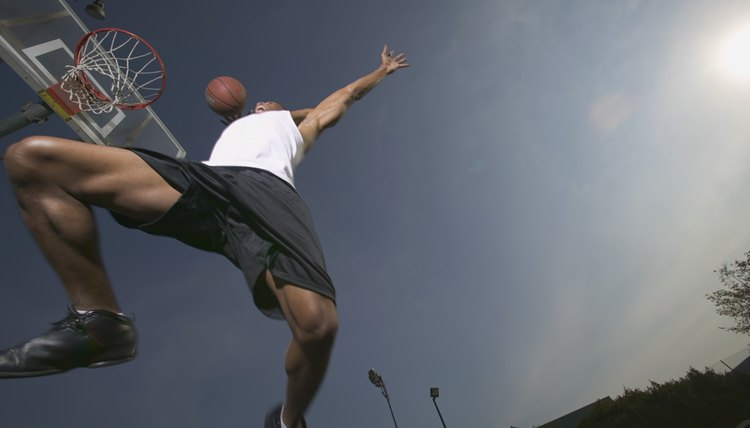 Steps to Dunk a Basketball Using One Leg