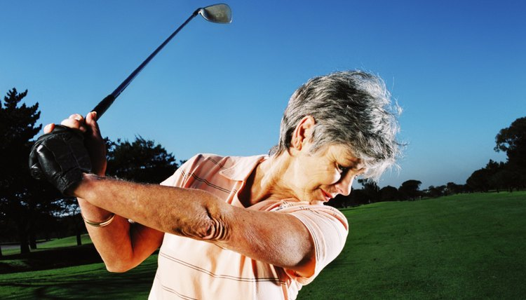 A full swing with the pitching wedge travels 60 to 100 yards, depending on the golfer.