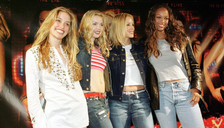 """""""Coyote Ugly"""" stars sport their own styles at Hermosa Beach in 2000."""