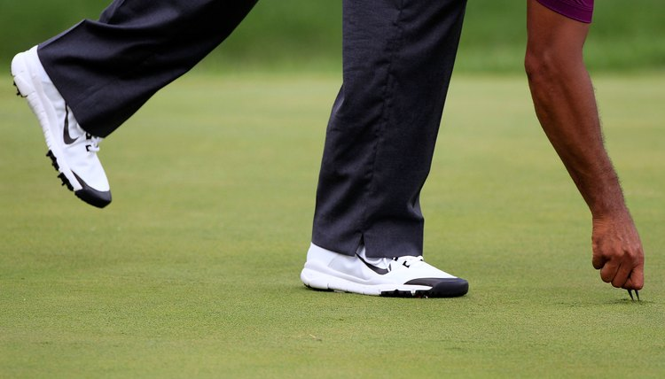 Using a few tips to take care of your new Nike golf shoes will help them last longer.