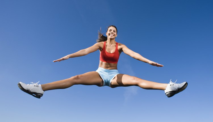 What Exercises Do Competitive Cheerleaders Do?