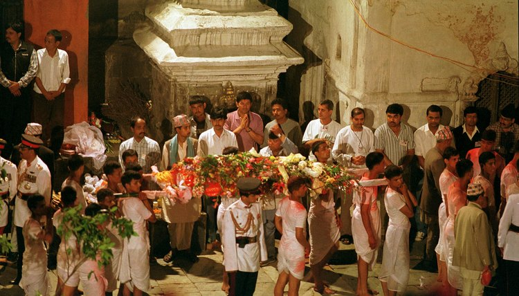 Flowers adorn the body in some Hindu funeral services.