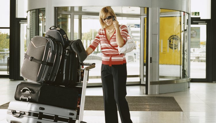 When packed correcty, garment bags provide easy access to outfits.
