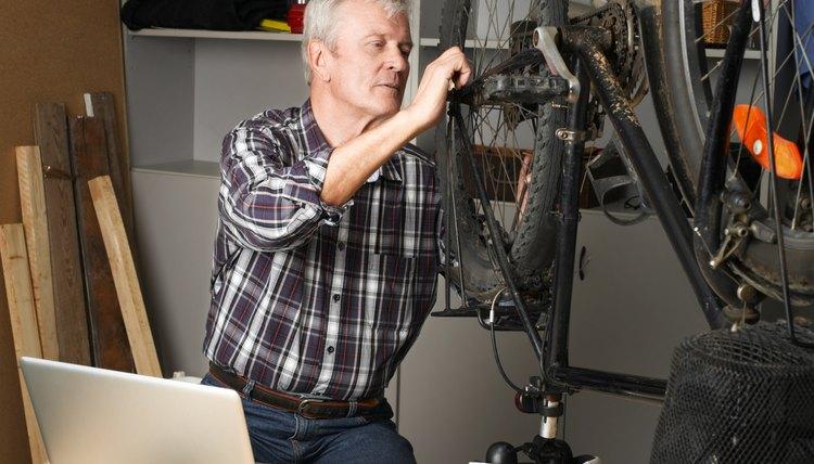 How to Tighten a Crank on a Diamondback Bicycle