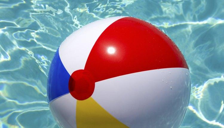 992d12a8e0 Uma bola de praia furada pode ser facilmente consertada  (Thinkstock Comstock Getty Images)