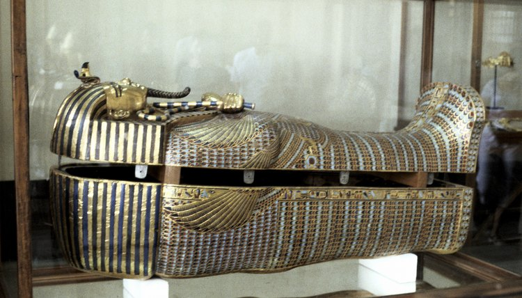 How did ancient egyptians decorate a sarcophagus for for Ancient egypt decoration