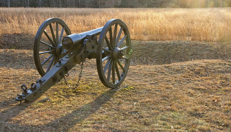 Image of a civil war cannon.