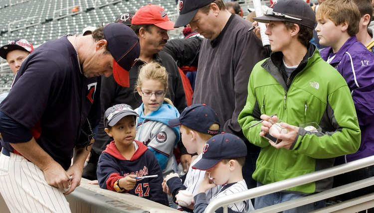 Tips on Getting Autographs on Baseball Induction Weekend