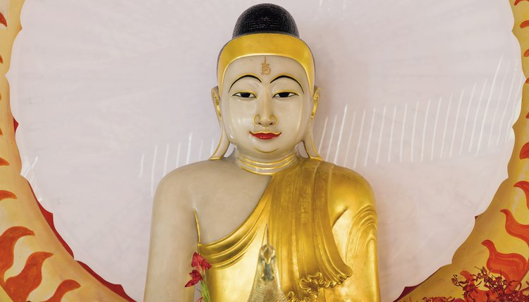 A Buddha statue at eye level facilitates focused meditation.