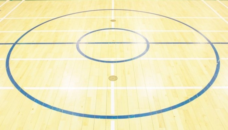Difference Between College & Pro Basketball Courts