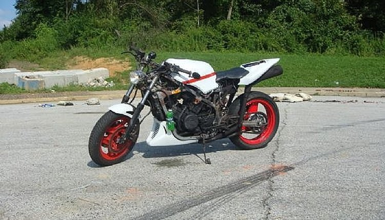 vernk's 85 Honda vf700f interceptor....in the works