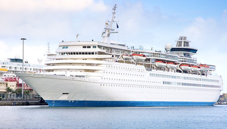 Pros Cons Of Cruise Ship Employment Career Trend - Living and working on a cruise ship