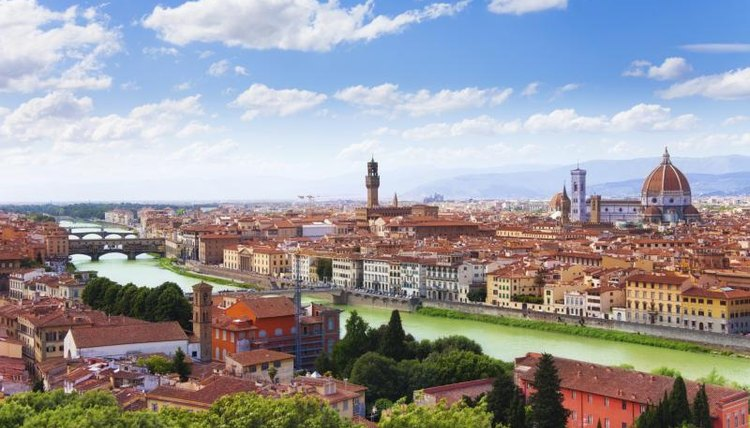 Wide shot of the city of Florence