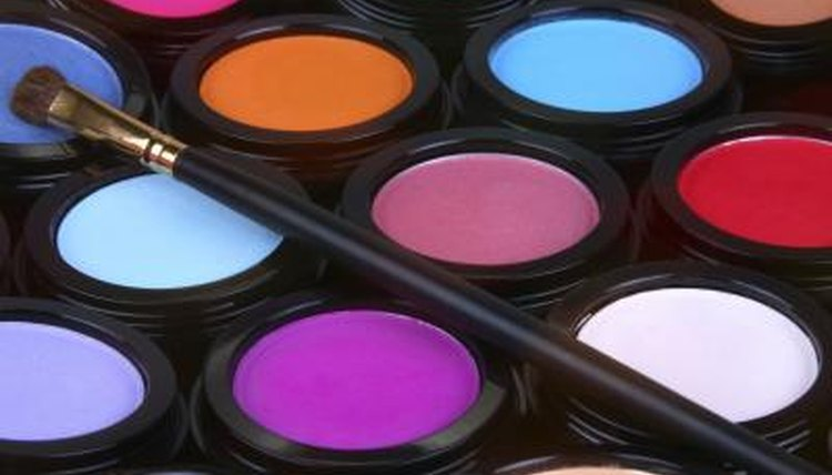 Prospective makeup artists can enroll in online or off-campus makeup artist training schools.