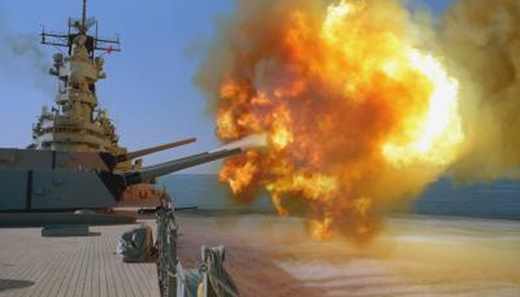 Battleship USS Wisconsin fires Mark 7 cannons during Operation Desert Storm at Iraqi military targets
