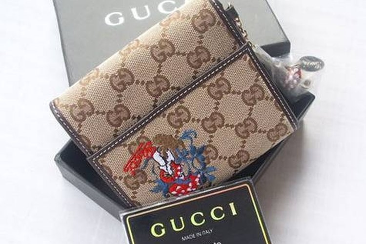 b6efb83502b540 How to Spot a Fake Gucci Wallet | LEAFtv