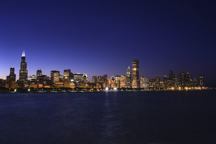 Night-time Chicago skyline.