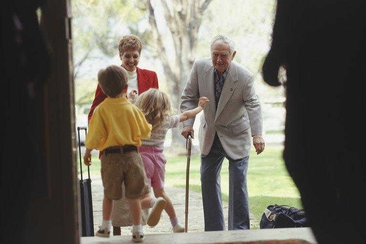 Aparatos para ayudar a los ancianos a subir escaleras for Escaleras de piscinas para personas mayores