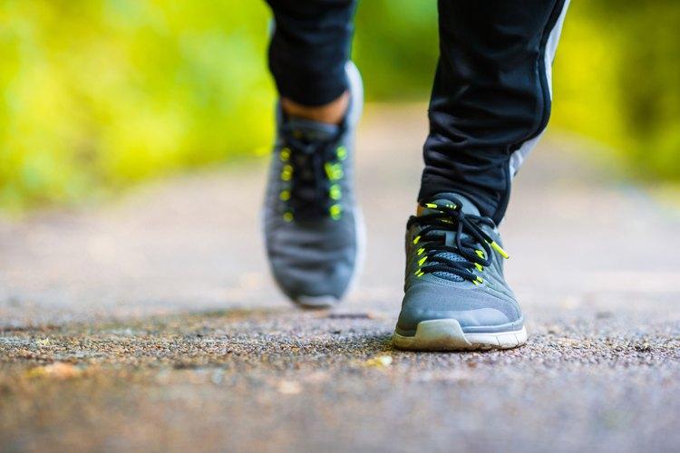 ¿Cuántas calorías quemas al caminar de 30 minutos a una