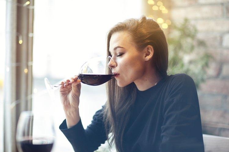 Lo que le hace a tu cerebro una sola copa de vino.