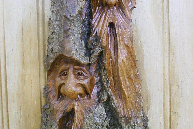 Los dremel son buenas herramientas para tallar espíritus de la madera.