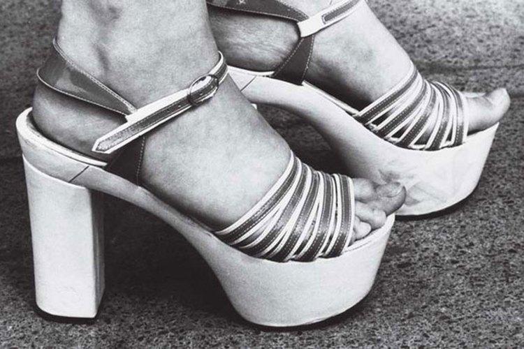 Los zapatos de plataforma eran un elemento básico en la moda de los 70's.