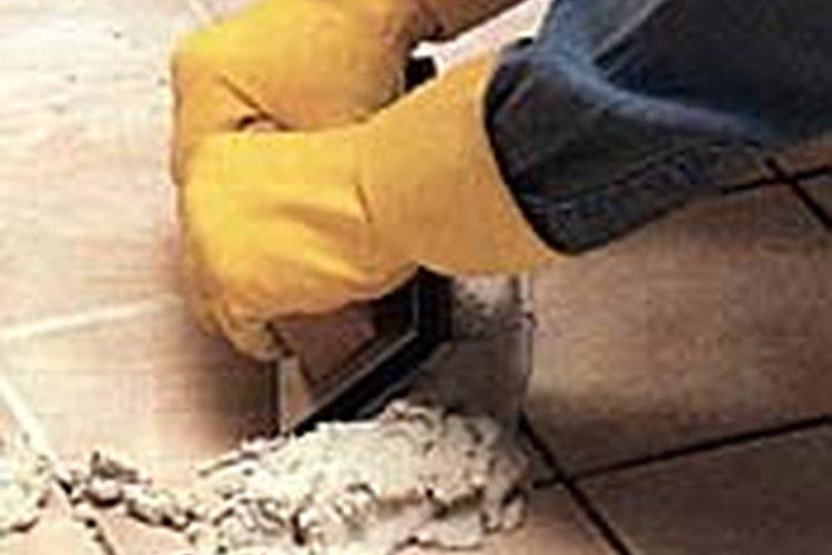 Colocar juntas nuevas es fácil: cavas lo suficiente en las juntas existentes y colocas una nueva capa.