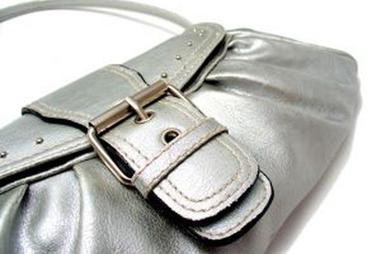 Mantener un bolso de vinilo limpio puede ser complicado.